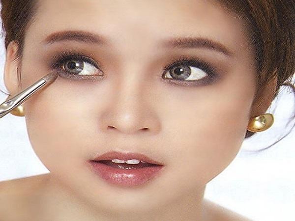 Xem tướng mắt trắng môi thâm ở con người nói lên điều gì?